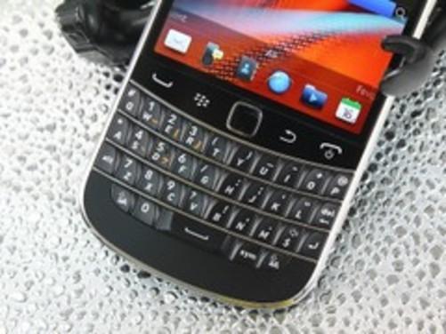 双输入设计商务 智能黑莓9900现售2328元